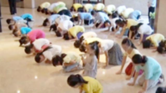 夏令营讲孝道:给父母洗脚能治癌 孩子被砍身亡因不孝