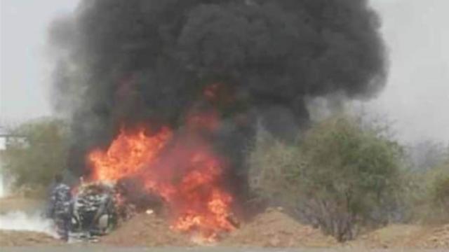这国军用直升机凌空爆炸坠毁致7死 直升机坠地后燃起熊熊大火