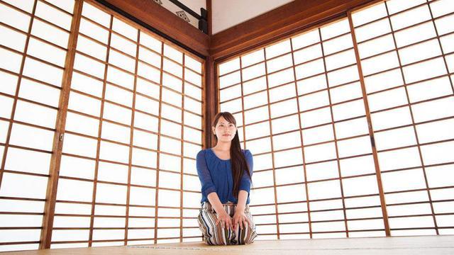 """日本人为什么有床不睡,偏爱睡地板?在日本的小姑娘说出""""真相"""""""