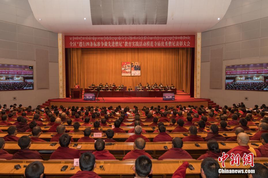西藏表彰7000千多名优秀僧尼