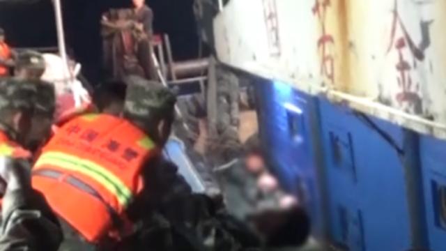 钢缆击伤渔民 海警连夜救援