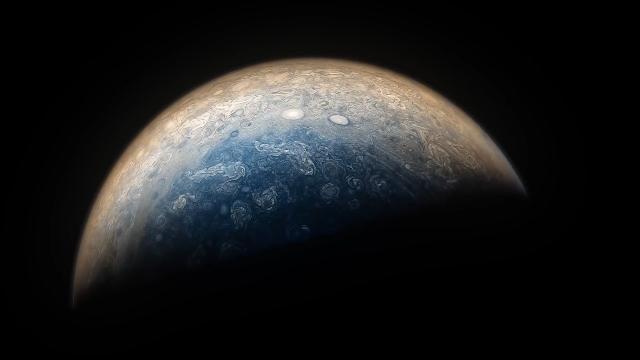 美国航天局的朱诺号太空船近距离飞掠木星