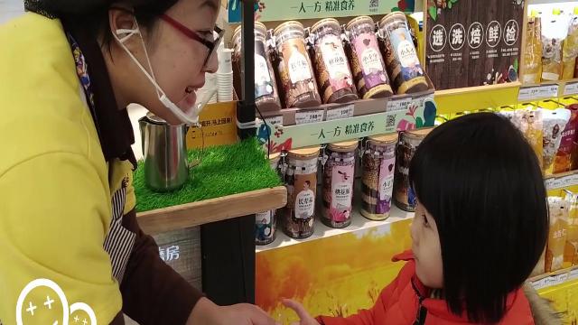 带宝贝去购物,孩子不再任性哭闹要东西,还能成为你的小帮手!