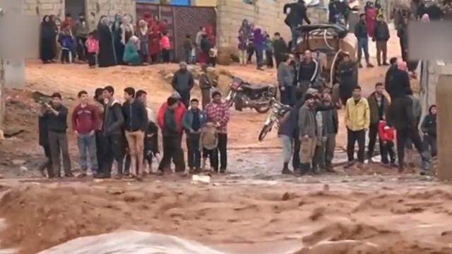 叙利亚降雨引发洪涝 难民营遭殃 难民:什么都没了