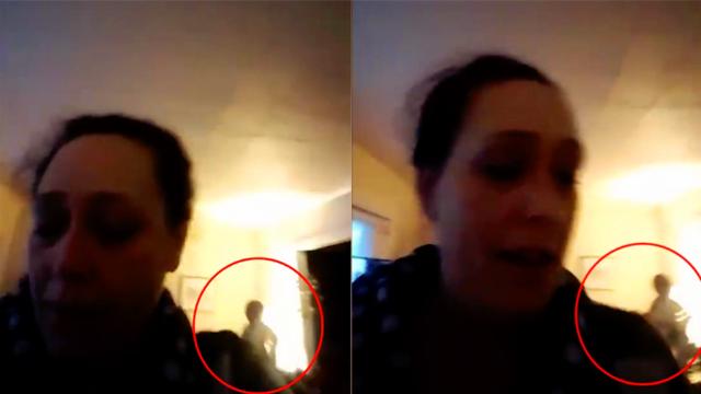 女子与友人视讯通话 拍到背景中出现不明物体