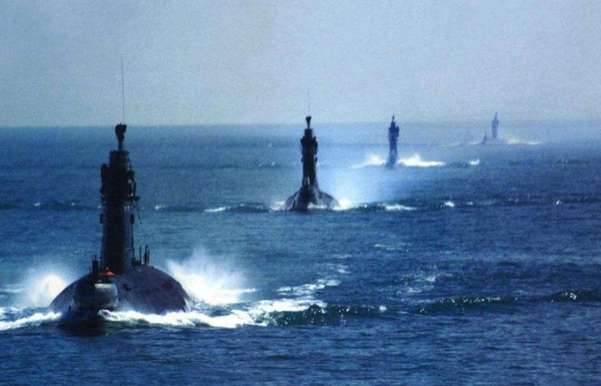 潜艇群硬杠航母群?露头后可否开打都是未知数