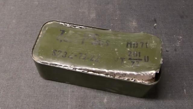 """罗马尼亚8mm毛瑟剩余弹药,开箱方式有点像开""""罐头"""""""