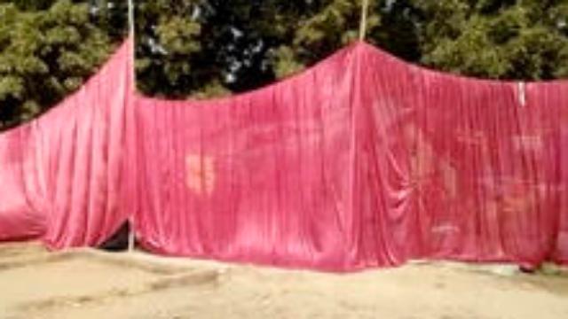 """为迎总理访问 印度贫民窟被迫装上帘子""""遮穷"""""""
