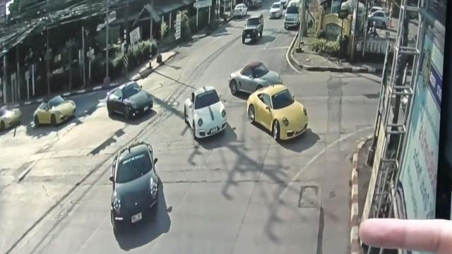 有钱可以违法?监拍:32辆保时捷组成车队横行马路闯红灯