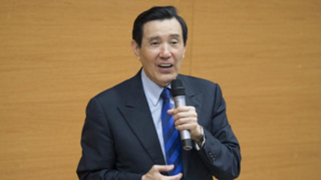 """马英九谈两岸关系:""""九二共识""""是台湾的""""保命仙丹""""!"""