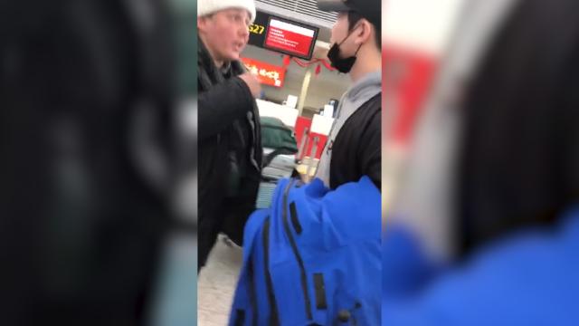 外国游客误了飞机飙脏话辱骂中国 演员孙坚怒怼:道歉!这是中国