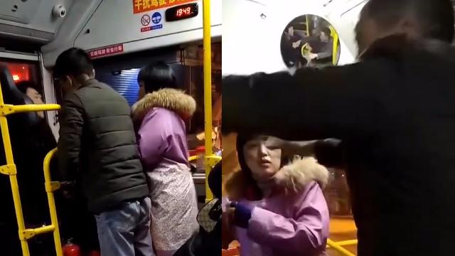 """重庆万州25路公交再现车闹!男子突然""""发疯""""挥拳暴击司机头部"""