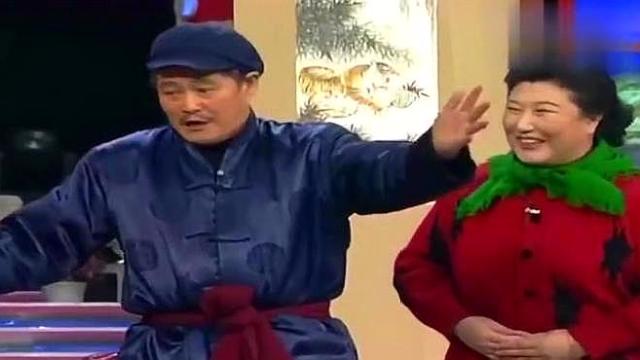 赵本山爆笑小品,高秀敏和赵本山去给范伟送礼套近乎,太搞笑!
