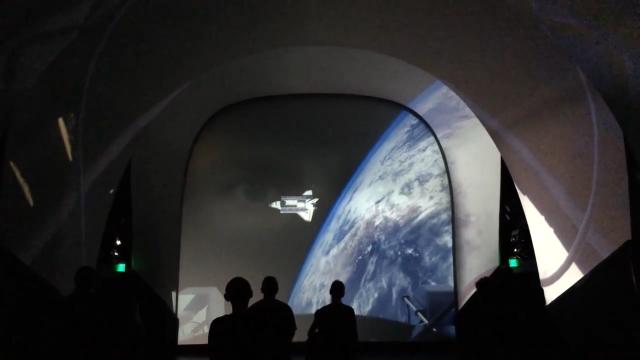 仿真现场的震撼体验:亚特兰蒂斯-肯尼迪航天中心的航天飞机体验