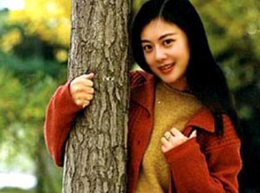 央视主持人姜丰 还记得央视美女主持人姜丰吗?如今49岁变成这样了!