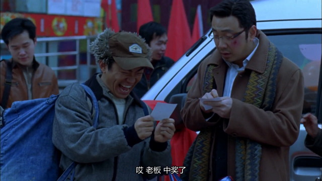 小伙子花了四块钱买彩票,结果中了辆面包车,这运气也太好了