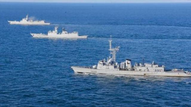"""中国海军""""一驱两护""""北上对马海峡遭日本海自舰艇跟踪监视"""