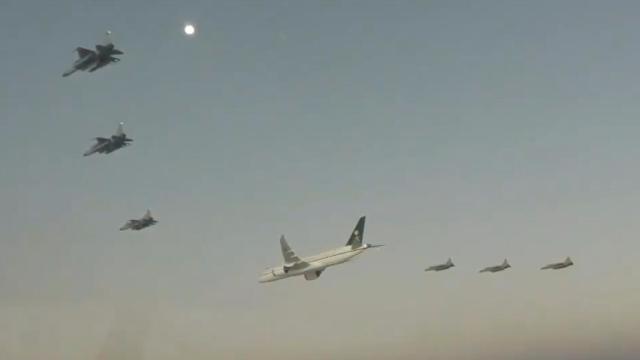 阵势太大!沙特王储访巴基斯坦 6架枭龙护航专机