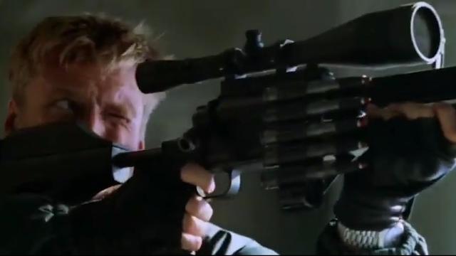 刺激!两大重型狙击枪对决!一枪打爆一辆车!