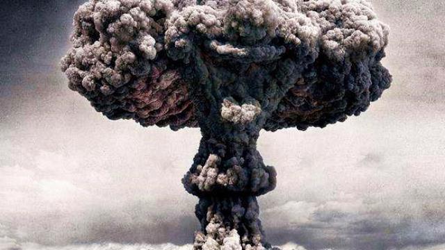 珍贵历史影像:核弹爆炸后,士兵走向爆炸中心