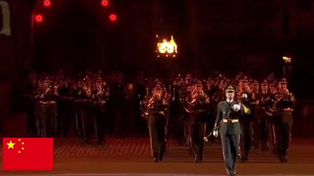看中国人民解放军军乐团在英国出场,你就知道什么叫大国风范