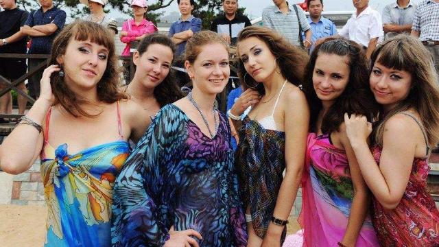 嫁到中国原因的俄罗斯美女,不愿意大笑,说出这些美女,让人回国农村号qq求图片
