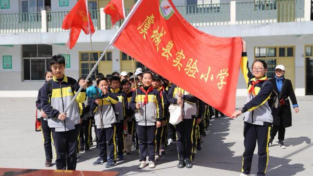 虞城县实验小学西校区6.1班举办春季郊游活动