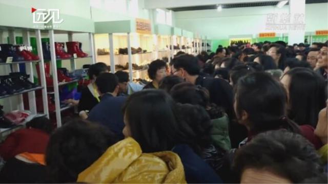 场面火爆!日均两万朝鲜人跑到这里买鞋
