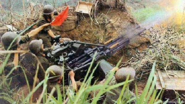 中越战争之法卡山战役:活下来的我军战士这一举动,动人心弦