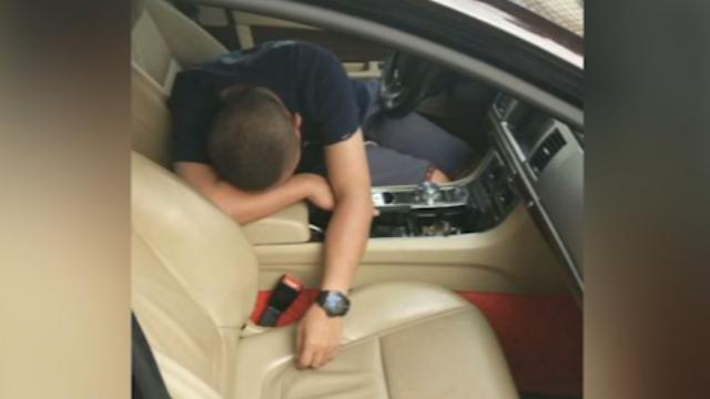 男子驾车撞花基后睡着了?