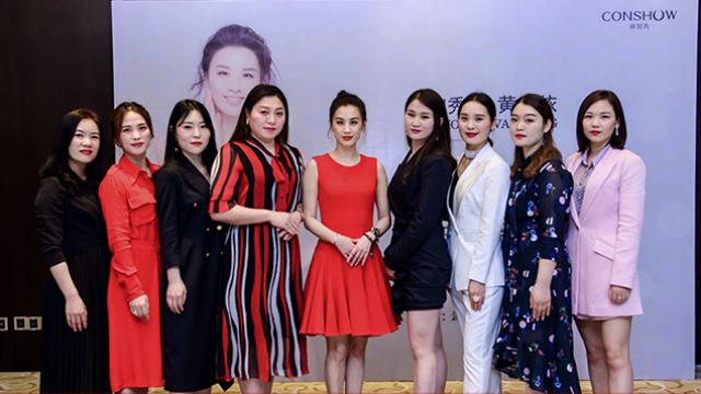 康知秀品牌携手国际巨星黄圣依签约仪式