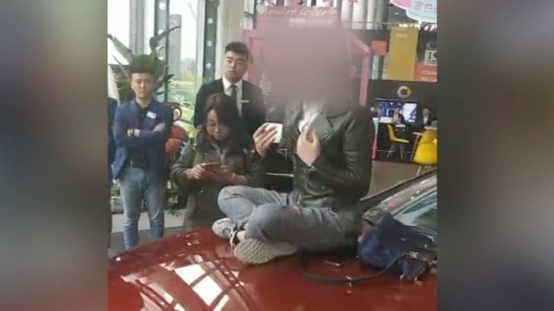 西安奔驰事件女车主回应等待官方调查结果,近日压力很大
