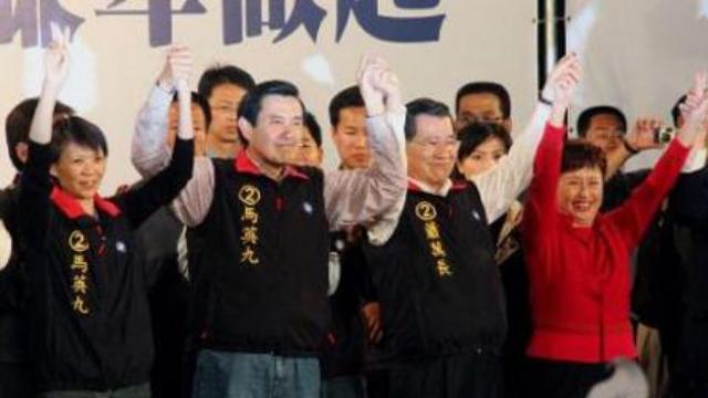 台湾各位候选人小动作不断,两党之争吃相太难看