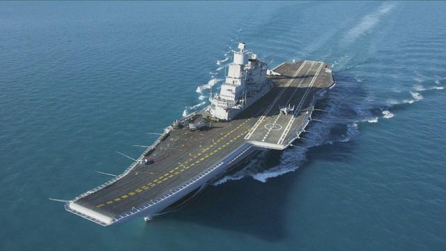 印度唯一在役航母突发火灾 造成一名海军军官丧生