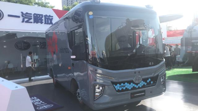 全铝车身+370公里续航里程,解放纯电动厢货造型很前卫
