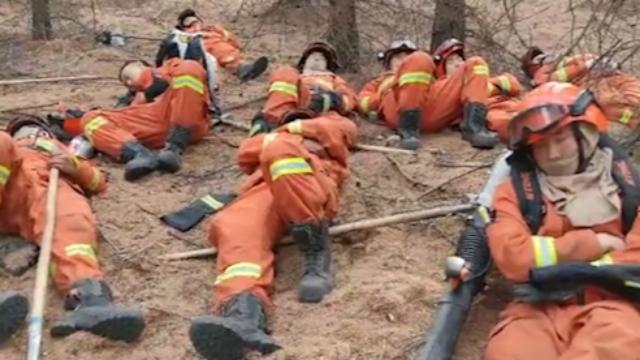 心疼!呼伦贝尔乌奴尔森林大火被扑灭 他们就这睡着了