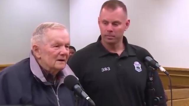 90岁老人驾车送妻子看医超速被罚 法官调侃:判他20年缓刑