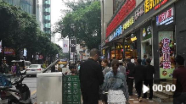 来重庆不得不来的美食街之一:八一好吃街獾语言:的美食图片