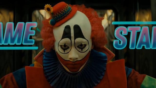 动物世界:小丑列车厢里打怪兽,网友:看着真过瘾