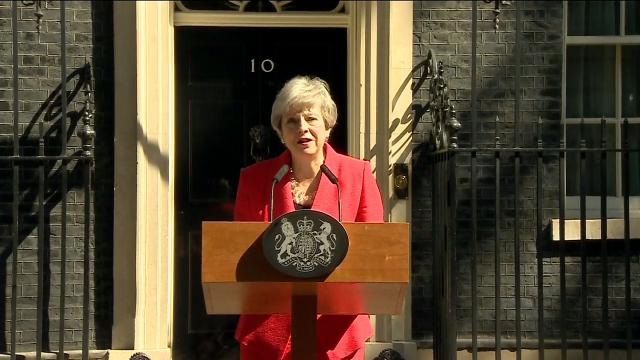 """英国首相特雷莎•梅宣布辞职!演讲现场 """"铁娘子""""动情流下眼泪"""