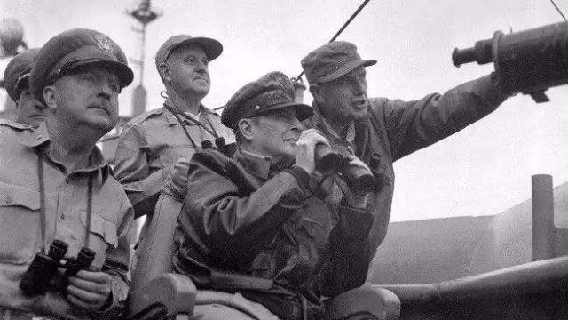 第二次战役中美军总司令麦克阿瑟发回一电报震动了整个华盛顿