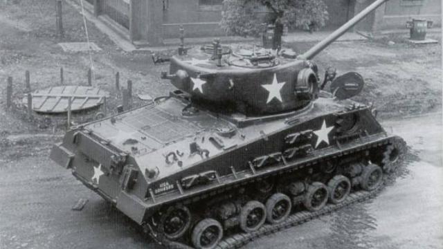 第二次战役美军如何突围:丢弃两千汽车坦克千门大炮翻山逃跑