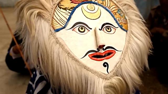 甘孜康定转山会,藏戏却是大看点,红色面具代表国王?