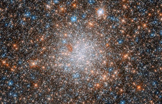 太空中的繁星与地球上的沙子对比,谁更多?
