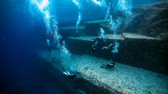 世界上最古老的建筑,1万年前的神秘水下金字塔,日本亚特兰蒂斯