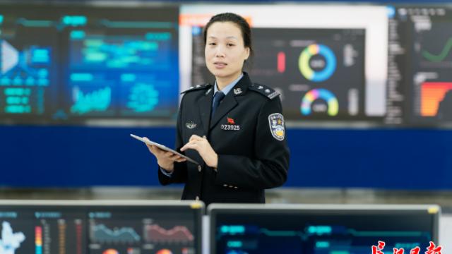 警花教你学英语!武汉警方自制视频获数百万网友点赞