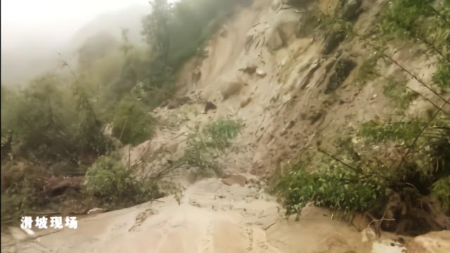 S230高黎贡山风雪丫口往片马镇方向发生大面积坍塌