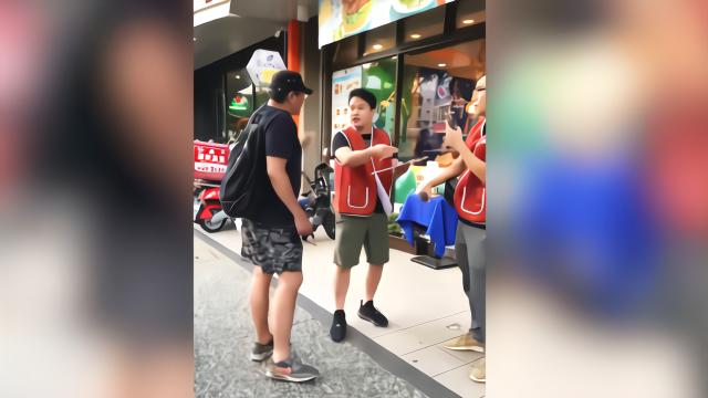 韩初选胜出再遭市民罢免 韩粉路边怒怼罢免市民群体