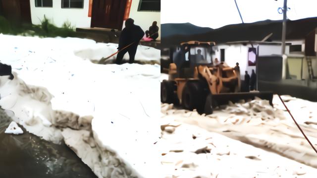 千年不遇!山西长治冰雹积了半尺深 推土机出动开路