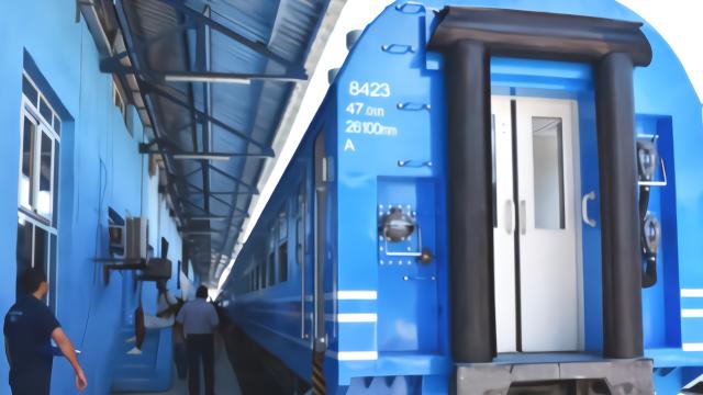 中国制造的火车在古巴正式通车 当地民众很自豪